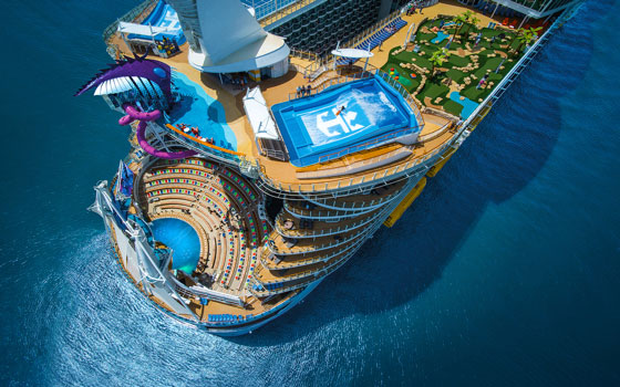 El Symphony of the Seas zarpando desde Miami, Florida