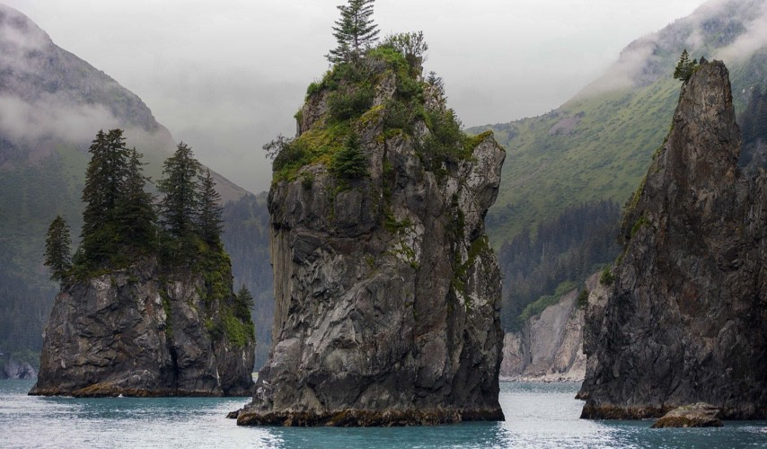 Seward Mountains Alaskan Cruise Experience